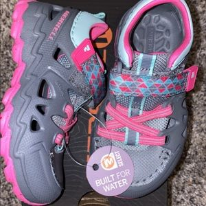 Merrell Toddler 6 Closed Toe Sandals NEW